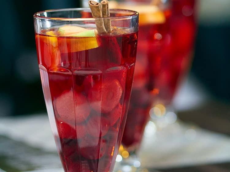 Как готовить алкогольные напитки из спирта в домашних условиях: простые рецепты