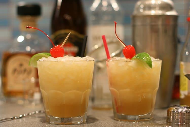 Простые рецепты приготовления алкогольных коктейлей в домашних условиях
