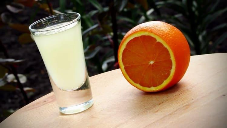 Ароматная апельсиновая водка готова