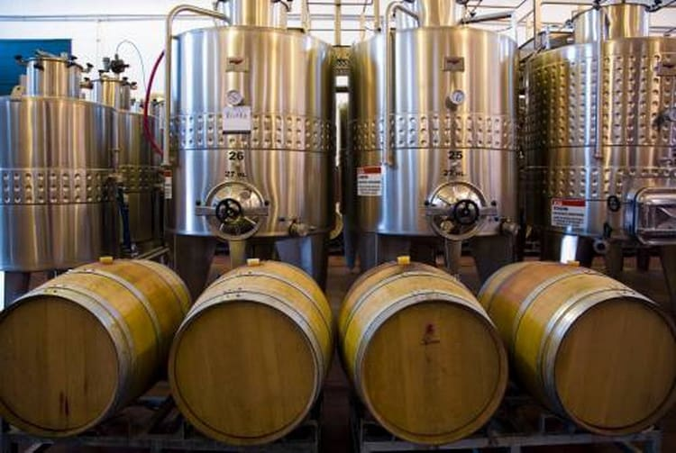Как готовят красное вино из бордо