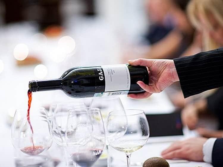 Как подают вино bordeaux