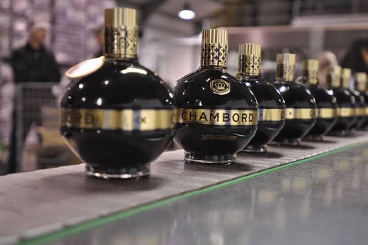 Отличительными чертами оригинальной продукции является особая крышечка, а также ободок по всему периметру бутылки.