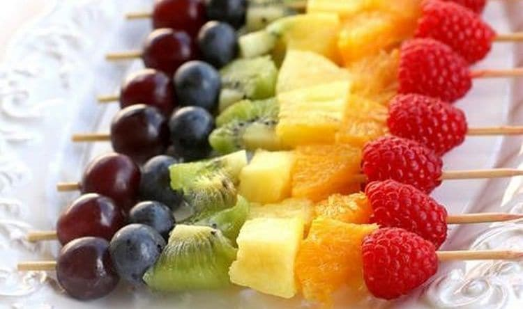 На закуску к такому рому можно предложить фрукты.