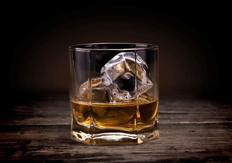Как подают торфяной виски
