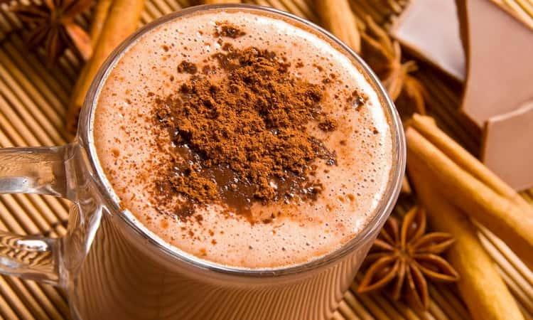 рецепты горячего алкогольного коктейля Розовый шоколад