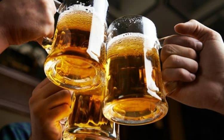 Среди алкогольных напитков почетное место занимает пиво.