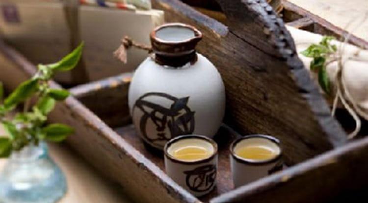 Саке кстати не относится к крепкому алкоголю.