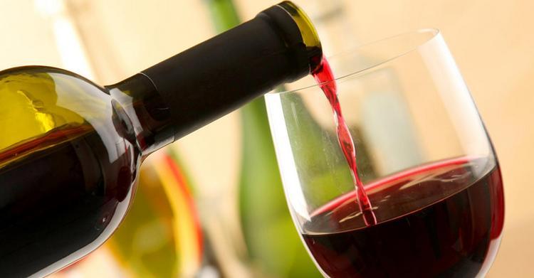 Особенным является и красное сухое вино из Азербайджана.