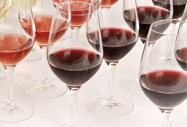 Вина Азербайджана пьют из специальных винных бокалов.