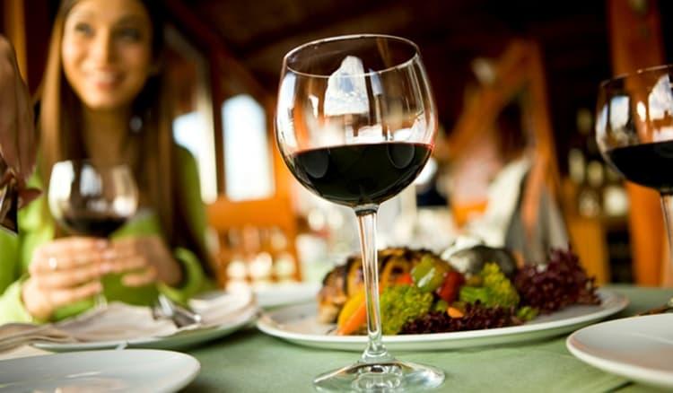 Закуски к таким винам могут разными в зависимости от вида вина.