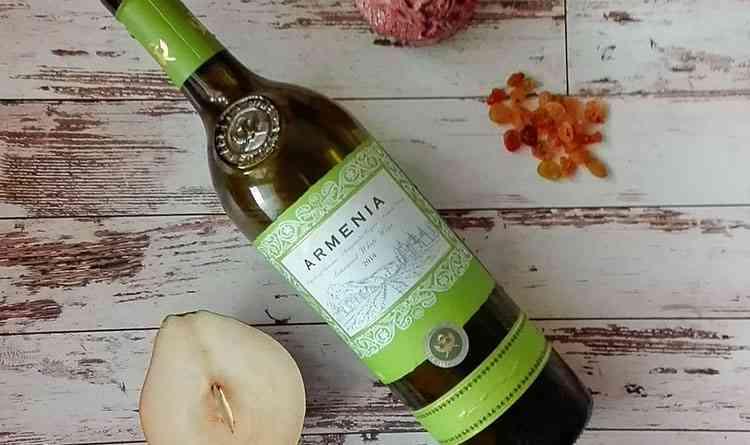 Полусладкое вино Армении белое
