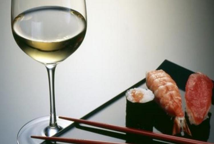 Узнайте, с каким вином едят суши и роллы.