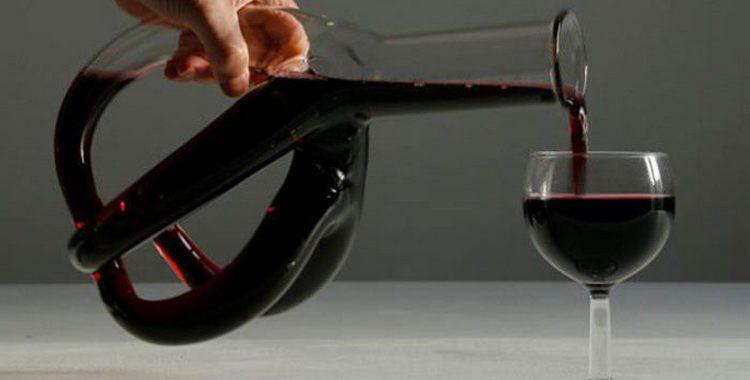 Декантер для вина это не просто красивый сосуд, он предназначен для того, чтобы насытить напиток кислородом, полностью раскрыть его богатый вкус и аромат.