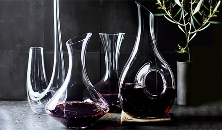Есть несколько разновидностей винных декантеров.