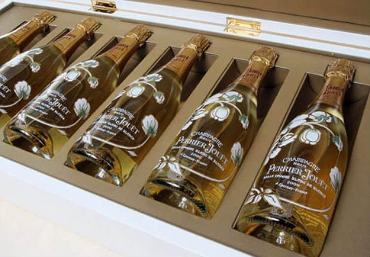 Узнайте название самого дорогого шампанского в мире.
