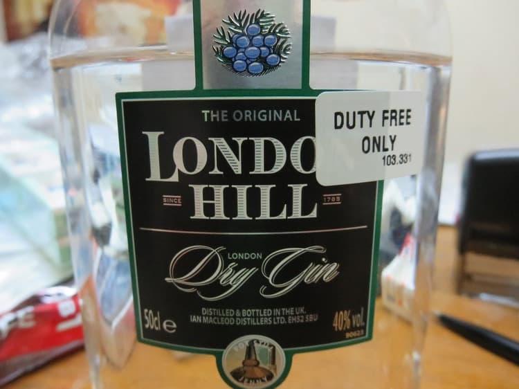Лондон драй джин обладает кристальной прозрачностью.