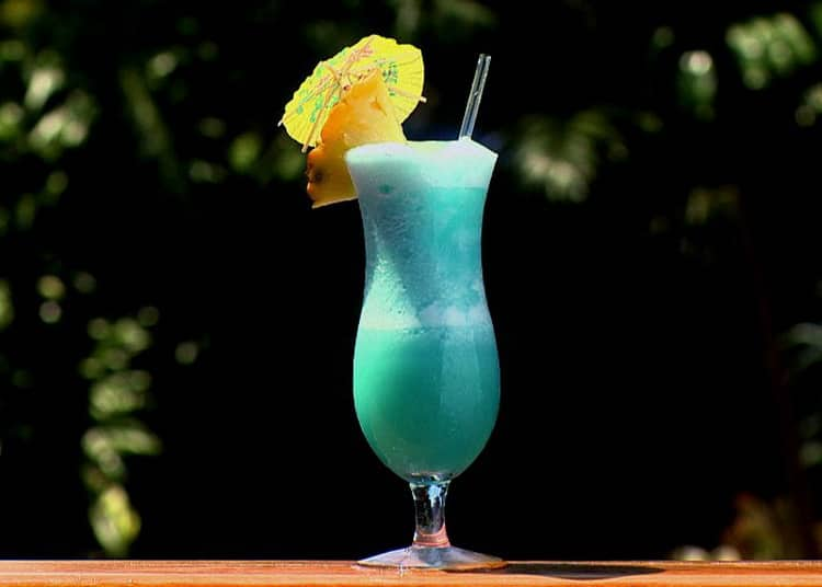 Как сделать голубые гавайи коктейль