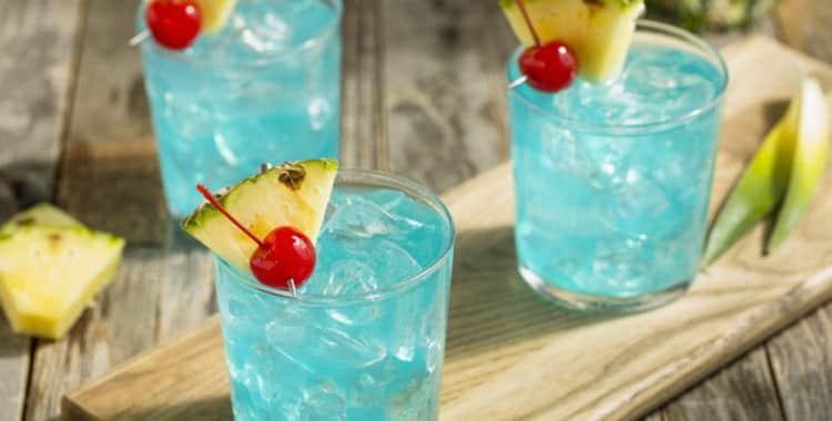 Рецепт приготовления коктейля Голубые Гавайи