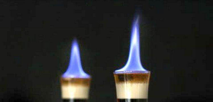 Вкусные огненные коктейли можно приготовить со сладкими ликерами и ромом.