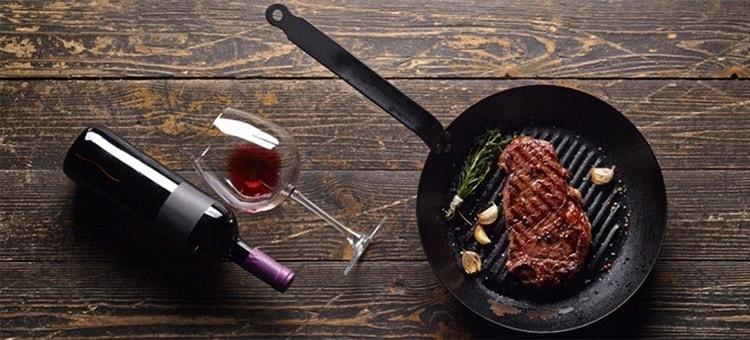 Вино cabernet sauvignon идеально подойдет к мясным блюдам.