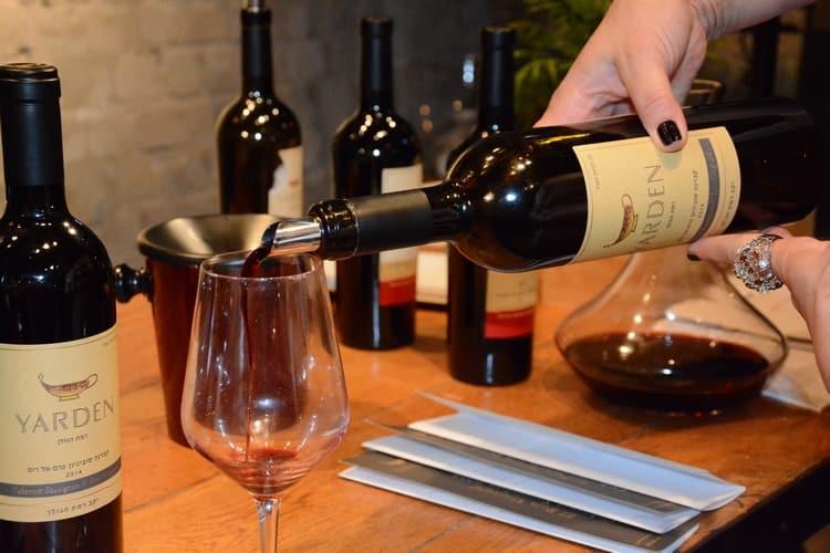 Прочтите описание вина каберне совиньон.