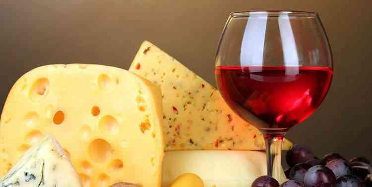 Красное вино подходящее к сыру