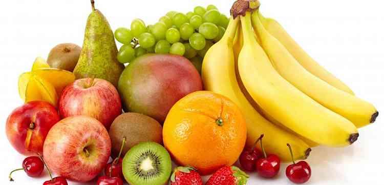 Ликер Гольдвассер и закуска из фруктов