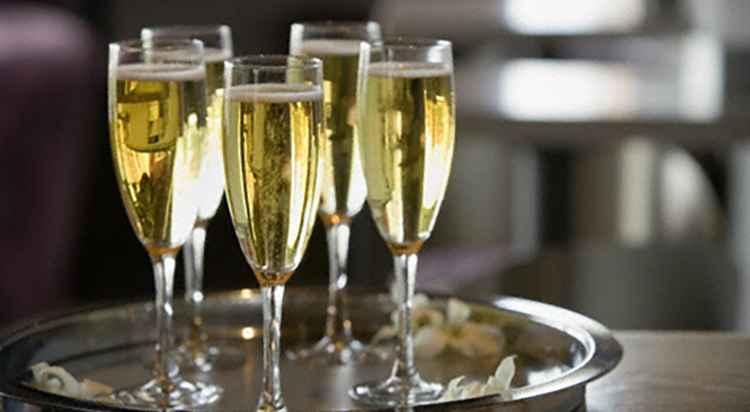 Как правильно подавать Шампанское Вдова Клико