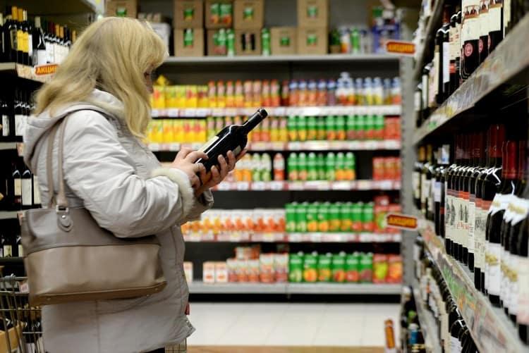Важно понимать в чем разница между вином и винным напитком, если хотите выбрать в магазине качественный товар.