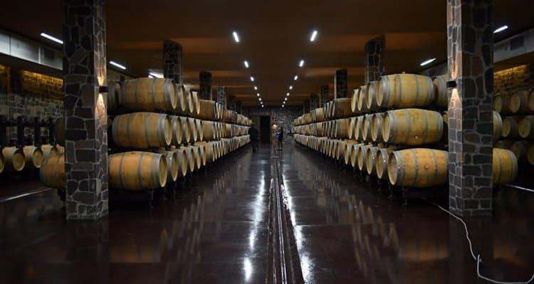Производитель вина Лыхны это Сухумский винный завод.