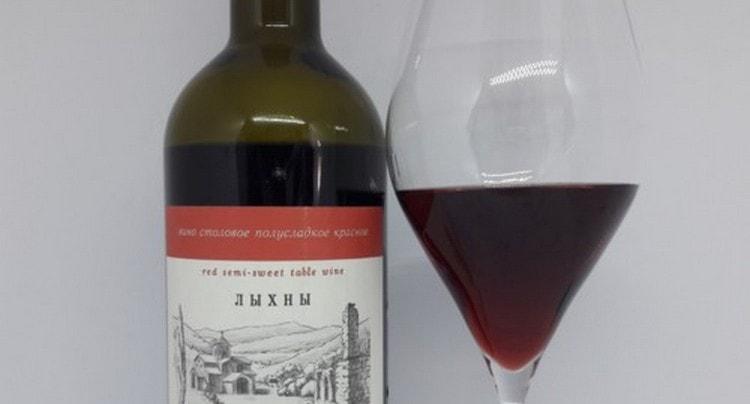 Вино из Абхазии Лыхны подавать принято при температуре около 16 градусов.