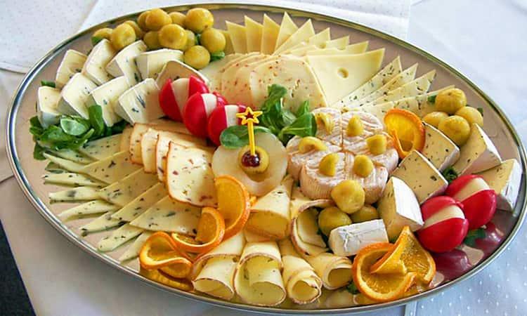 Закусывать эти вина можно и сырами, и орехами, и фруктами.