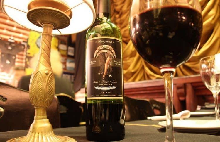 Аргентинское вино мальбек лучше всего дегустировать из бокалов типа тюльпан.