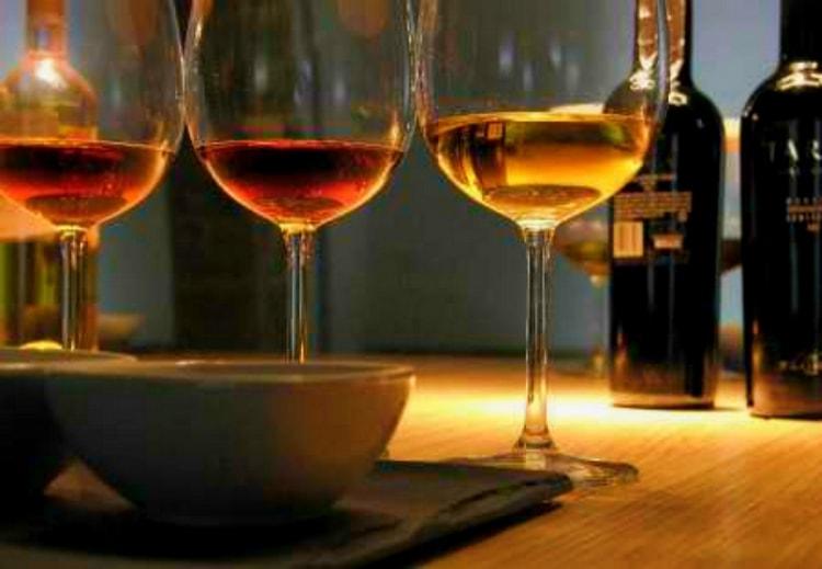 Эти вина очень многообразны, что позволяет найти подходящий напиток и к мясным блюдам, и к десертам.