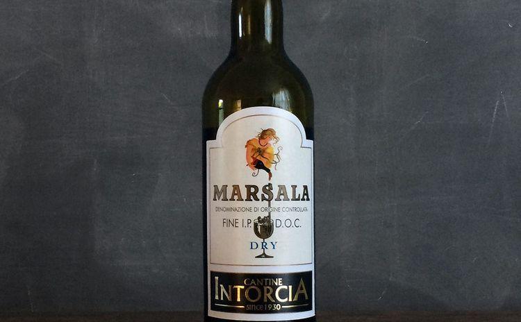 А для этого вина характерен ярко-янтарный окрас.