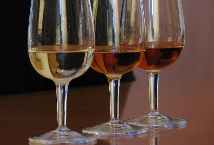 Вино марсала может быть и белым, и красным.
