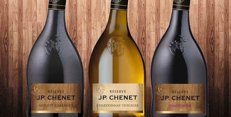 Это вино с кривым горлышком невозможно перепутать с другими напитками.