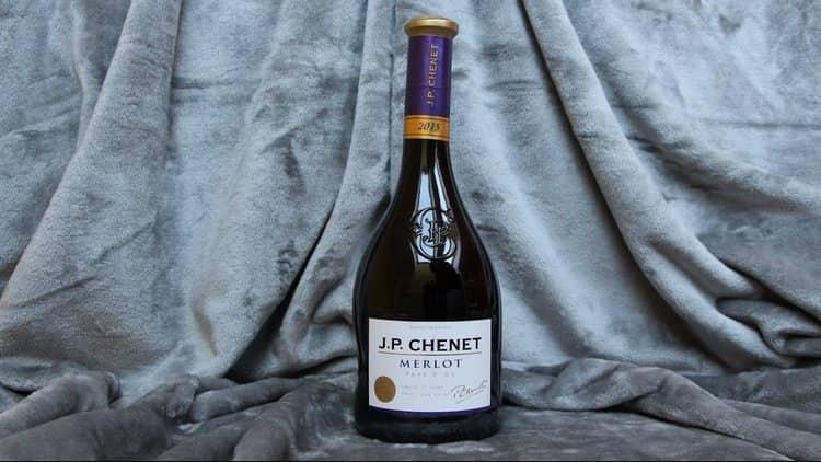Это вино станет идеальным для тех, кто ищет хороший вкус за относительно небольшую цену.