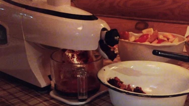 А вот еще один пошаговый рецепт домашнего вина из черноплодной рябины.