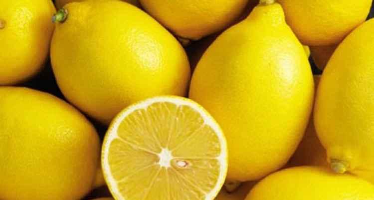 Вино из одуванчиков используем в приготовлении лимоны