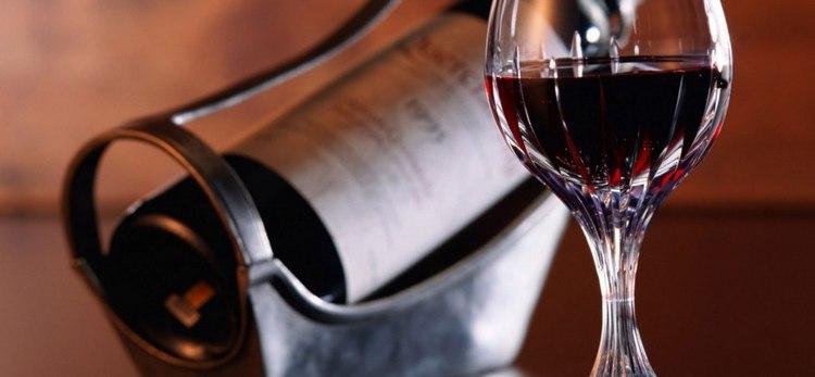 Узнайте, что такое кагор и чем он отличается от других красных вин.