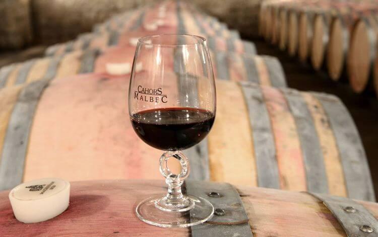 Вино кагор можно условно поделить на два вина: французское и постсоветское.