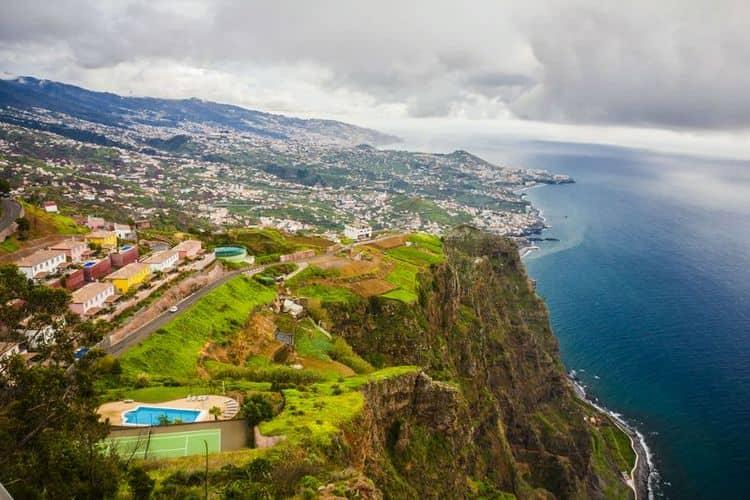 А вот и сам остров Мадейра, откуда пошло производство этого вина.