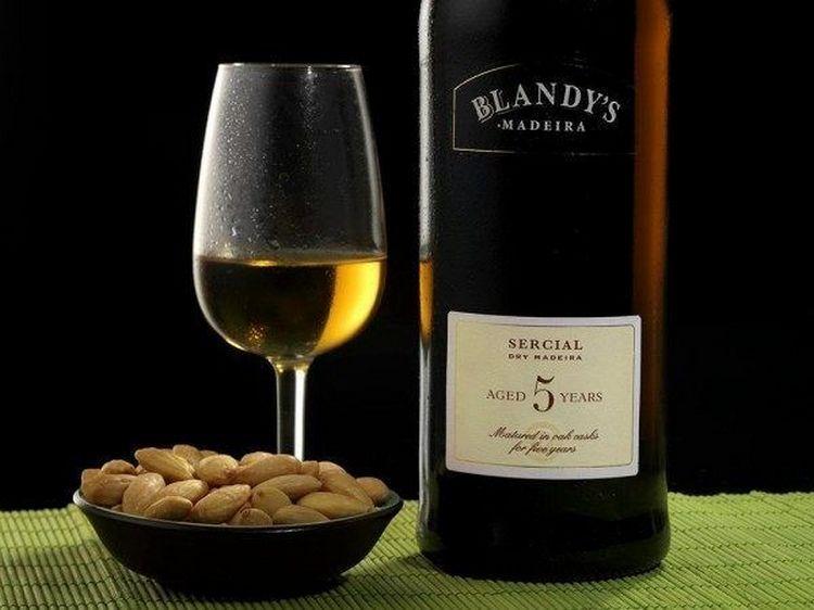Вино madeira обычно не закусывают.