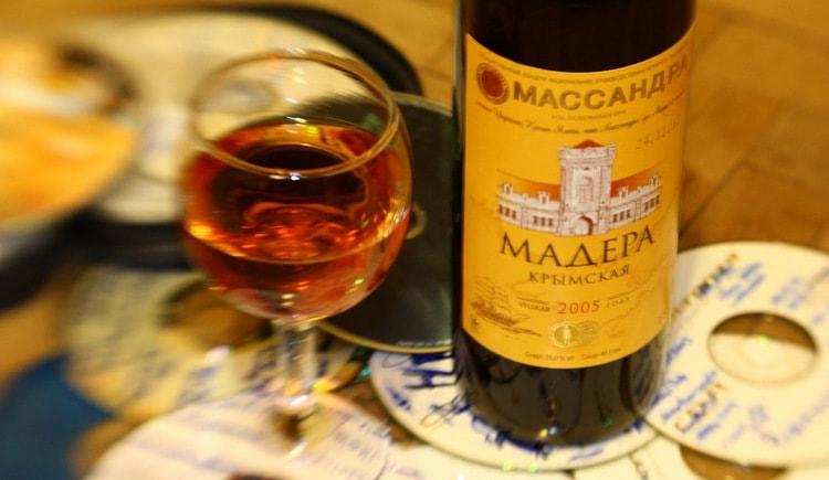 Популярностью пользуется вино Мадера Крымская.