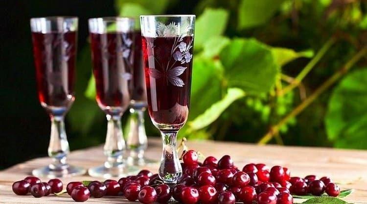 Теперь вы знаете, как сделать вишневый ликер в домашних условиях.