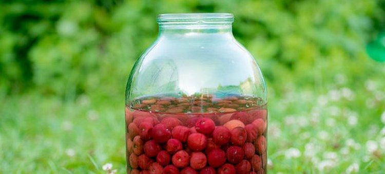 Проще всего готовить вишневый ликер в домашних условиях на водке.