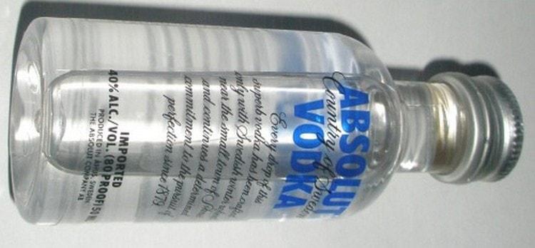Водка Абсолют обладает премиальной чистотой и прозрачностью.