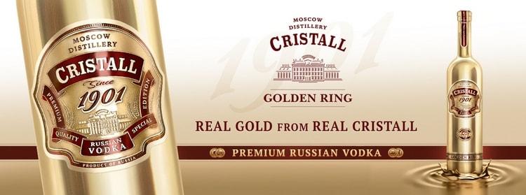 Водка Кристалл в золотой бутылке станет хорошим подарком для мужчины.