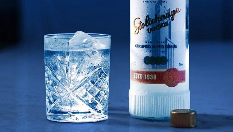 Пить водку stolichnaya обязательно надо охлажденной.